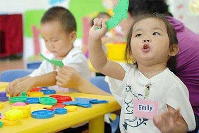 教你孩子互动小游戏__贵阳幼师学校